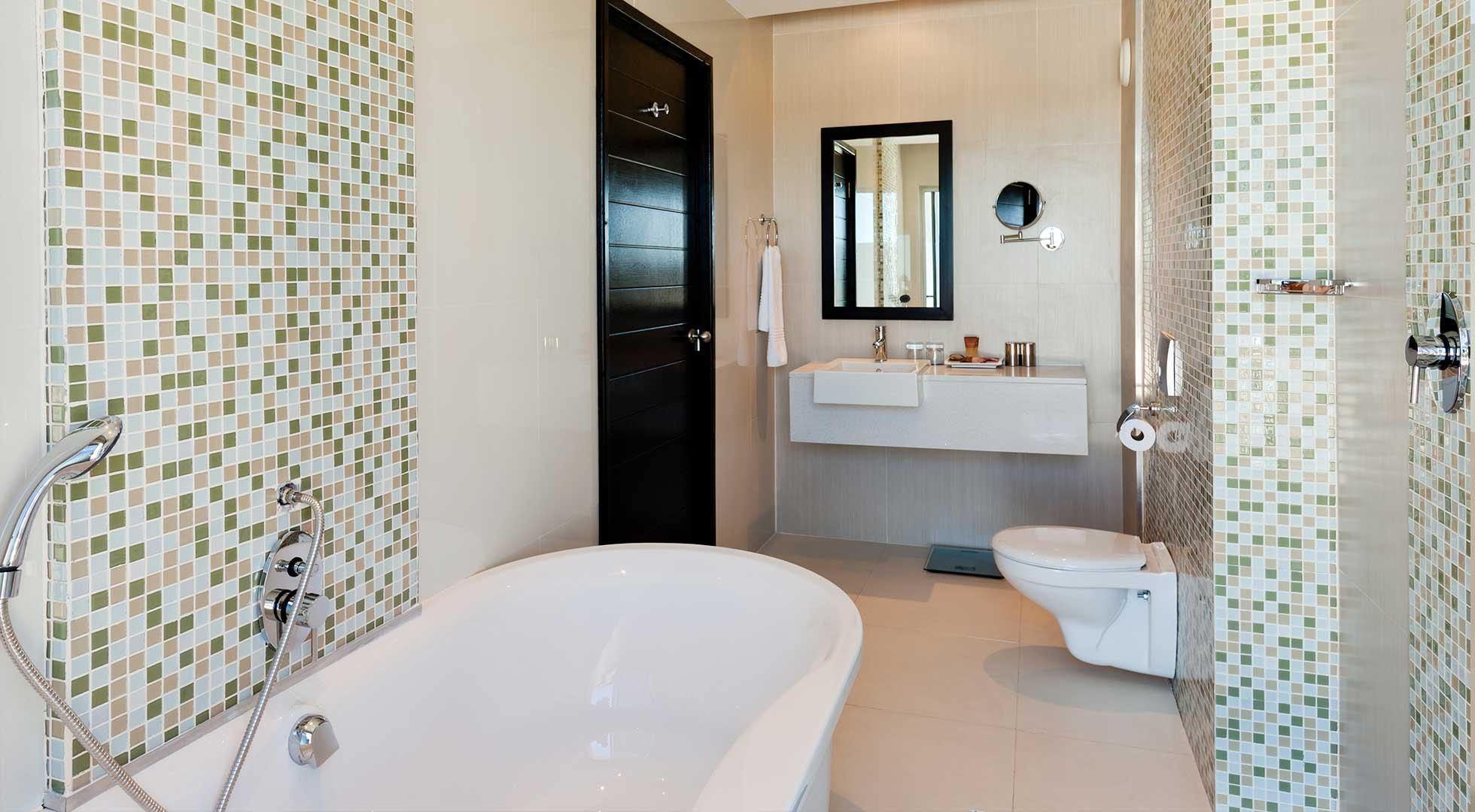 executive-suite-bathroom-2